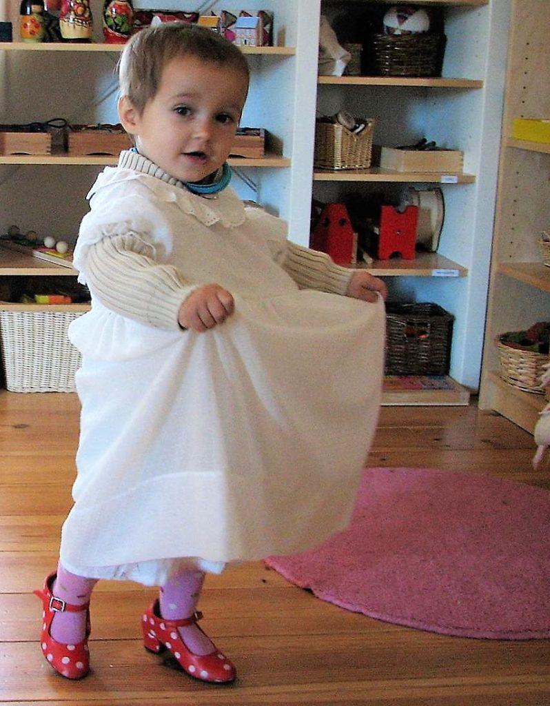 Niña bailando en La Violeta